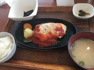 鶏ひき肉のハンバーグ チーズ&トマトソース01.JPG